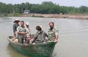 پاکسازی رودخانه کیارود رودسر از ادوات صید غیرمجاز