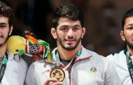 حسن یزدانی مدالهای قهرمانی خود را به موزه آستان قدس رضوی اهدا کرد