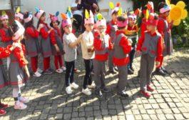 به مناسبت هفته ملی و روز جهانی کودک مهدکودک های شهر رشت از خانه میرزا کوچک خان بازدید کردند